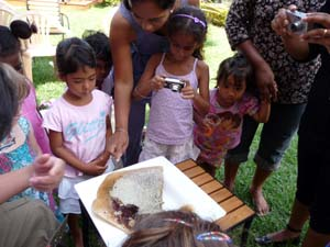 Kids looking at how honey are kept by the bees in the beehive.
